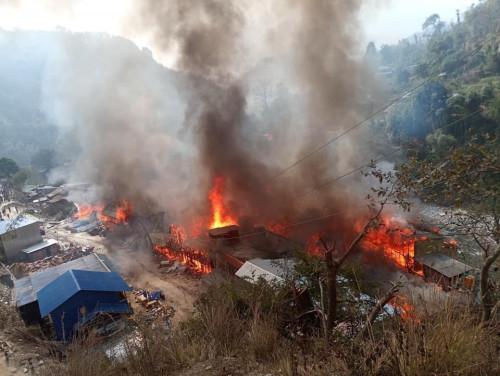 ताप्लेजुङको दोभानमा भीषण आगलागी, ४० घर जलेर नष्ट